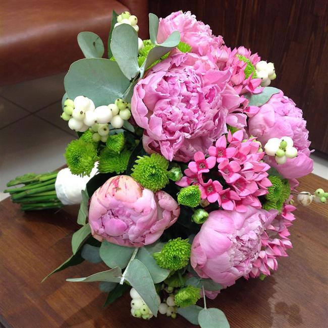 Şakayık  Her gelinin aradığı romantik çiçekler şakayıklar. Buketiniz için şakayık kullanmak istiyorsanız sezonunu yakalıyın...