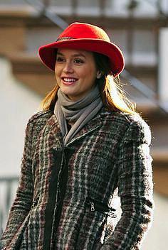Şapkası ve kabanıyla stil tarzı...