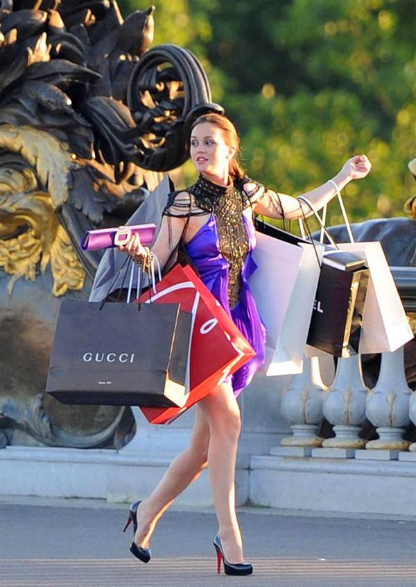 Alışverişe gidiyorsak bile son derece şık olmayız.