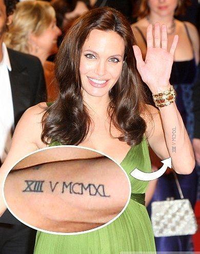 5. XII V MCMXL  Angelina Jolie'nin sol alt iç kolunda bulunan dövmesi ise roma rakamlarıyla yazılmış 13'tür. 13 rakamı efsaneleri ve mit'leriyle meşhur olmasına rağmen Jolie'nin bunu yaptırmasının sebebi bu mit'lere inanması değil. Aksine bu mit'lere inanmadığını göstermek için yaptığı söylenir. Angelina sonradan yine roma rakamlarıyla V MCMXL rakamlarını XIII rakamının altına yazarak dövmesini büyüttü. Bu rakamlar Mayıs 1940'a tekabül ediyor. 13 rakammıyla birleştiğinde 13 Mayıs 1940 tarihini bize veren dövme, Winston Churchil'in halka yaptığı ünlü konuşmasının tarihi.