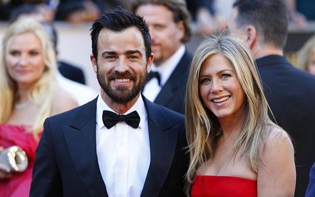 Jennifer Aniston ve Justin Theroux çifti aynı sektörde olmalarına rağmen kadın fazla kazanıyor. Kader mi diyelim ne diyelim ki...