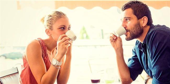3. Erkeklerin % 74'ü ilk randevuda karşısındaki kızı etkilemek için yalan söylüyor.