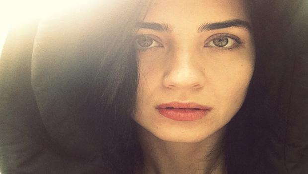 Tuba Büyüküstün, makyajsız bir fotoğrafını instagram sayfasında paylaştı.