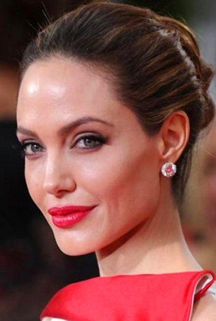 Jolie, 37 yaşında altı çocuk annesi bir kadın artık.  Kaynak: Onedio