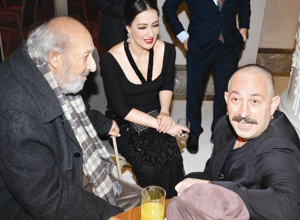 Ara Güler, Meltem Cumbul ve Cem Yılmaz sohbet ederken objektife yansıdı.