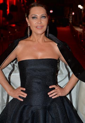 Hülya Avşar, Maticevski imzalı bir elbise giydi.