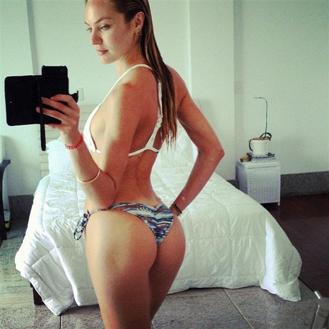 8.  Erkeklerin %83'ü sevgililerinin yolladığı hınzır fotoğrafları kankalarına göstermiyor.
