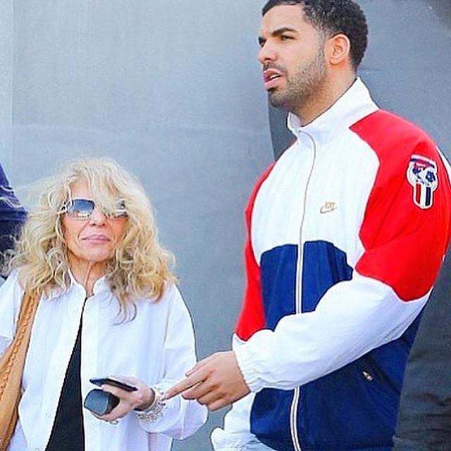 15. Drake  Drake 2015 yılında Instagram'a 200 fotoğraf yükledi. Bunlarda %65'i kendi fotoğrafı, %2'si selfie
