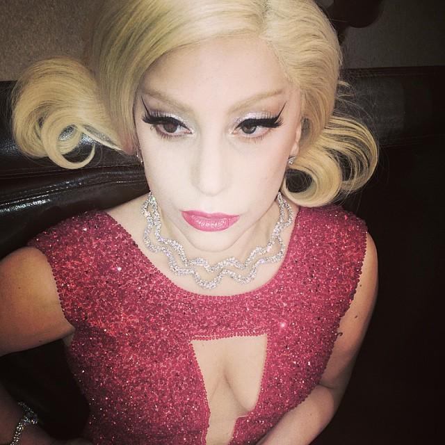 2. Lady Gaga  Lady Gaga 2015 yılında Instagram'a 173 fotoğraf yükledi. Bunlarda %80'i kendi fotoğrafı, %28'i selfie