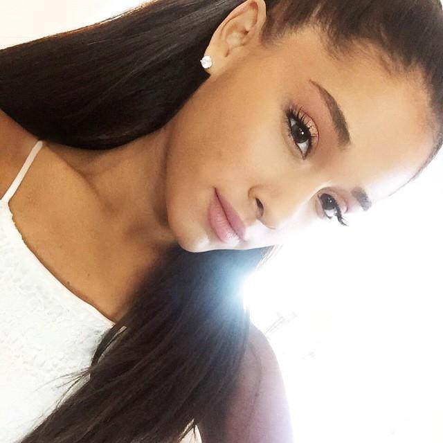 13. Ariana Grande  Ariana Grande Kylie Jenner 2015 yılında Instagram'a 147 fotoğraf yükledi. Bunlarda %42'si kendi fotoğrafı, %10'u selfie