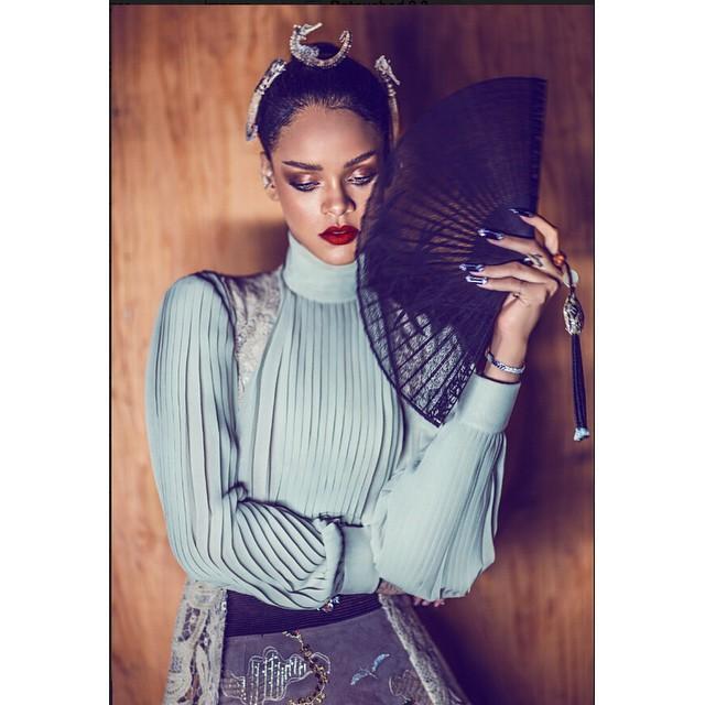 4. Rihanna  Rihanna 2015 yılında Instagram'a 125 fotoğraf yükledi. Bunlarda %78'i kendi fotoğrafı, %10'u selfie