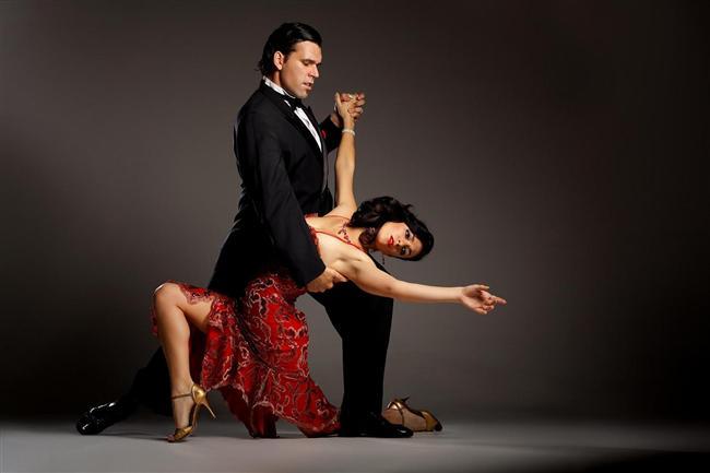 Oynak oğlaklar  Sorumluluk ve disiplin gezegeni olan Satürn tarafından yönetilen Oğlak burçlarına rahatlamaları ve eğlencenin tadına varmaları için dans kursları öneriyoruz. Latin dansları,hip-hop, oryantal, Arjantin tango, modern dans kursları ile hayatlarını renlendirebilirler. Bu yaz geleneksel Oğlakların hayatları, dans sayesinde biraz olsun renkleniyor.