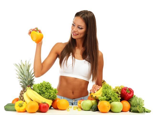 Düşük kalorili besinler sağlıklı değildir  En sık yapılan hatalardan biri de, düşük kalorili gıdaların sağlıklı gıdalar olduğunu düşünmek. Çünkü çoğu sağlıklı besin aslında oldukça kalorilidir. Mesela zeytinyağı, fındık gibi yemişler, ya da peynir, içerdiği yüksek miktardaki kaloriye oranla sağlıklı besinlerdir.
