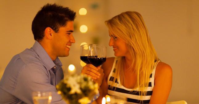 """- Arkadaşlarınız sizi yemeğe davet ettiklerinde, onlara mönüde kırmızı et olup olmadığını sorup, """"Onun proteine ihtiyacı var, yoksa yemeğe yemek demez"""" diyorsanız...  - Haftalardır kız arkadaşınızla planladığınız yemeğe çıktığınızda, bir bardak şarap içtikten ve sevgilinizle 10 kez mesajlaştıktan sonra dayanamayıp, eve gidiyorsanız..."""