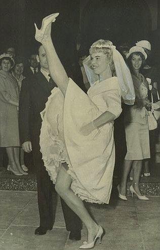Eski Düğünlerden Nostaljik Gelinlik Modelleri - 17