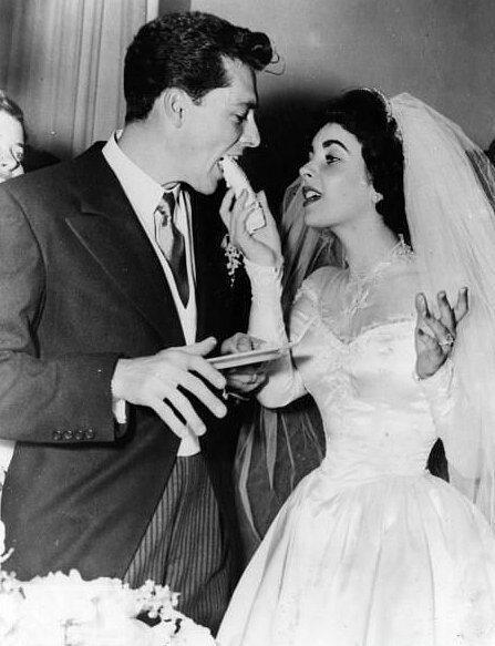 Eski Düğünlerden Nostaljik Gelinlik Modelleri - 18