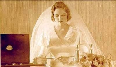 Eski Düğünlerden Nostaljik Gelinlik Modelleri - 33