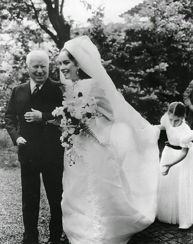 Eski Düğünlerden Nostaljik Gelinlik Modelleri - 5