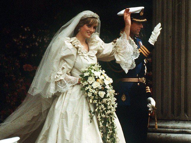 Eski Düğünlerden Nostaljik Gelinlik Modelleri 28 Yaşam Mahmure