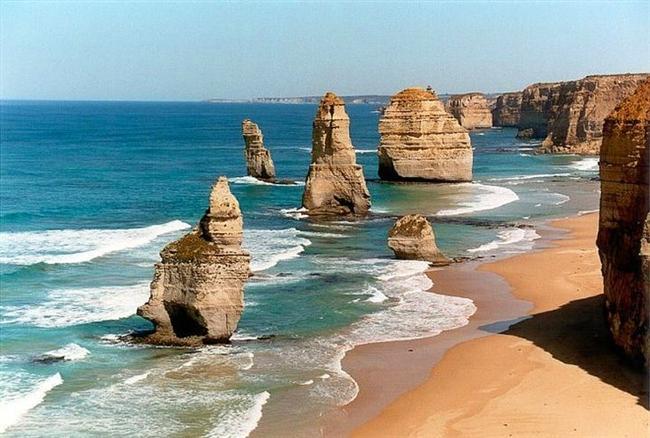 12 Havariler, Avustralya  Victoria, Avustralya'daki Campbell Ulusal Parkı sahilinde bulunan kireç taşı yığınları. Her ne kadar 12 havariler dense de daha şimdiden 8 tane kalmış durumdalar ve eriyorlar.