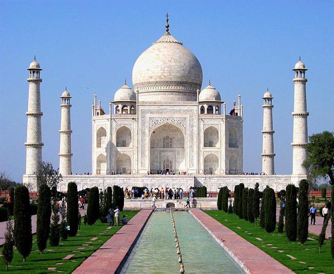 Tac Mahal, Hindistan  Agra'daki bu ihtişamlı yapı yılda 3 milyon ziyaretçi ağırlıyor. Ancak hava kirliliği, asit yağmurları, kullanılan malzemelerin bozulması gibi sebeplerle 2010 yılında ilk büyük çatlak meydana geldi.
