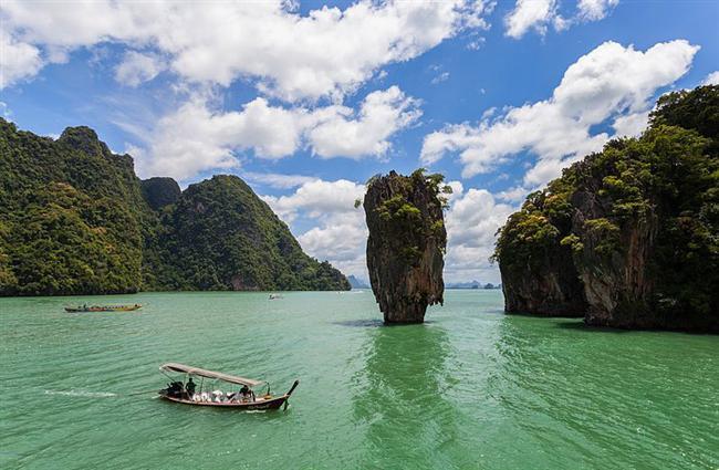 Ko Tapu, Tayland  1974 yılında keşfedilen ve popüler olan bu yığının gevşek zeminden dolayı yakın zamanda yıkılacağı düşünülüyor.