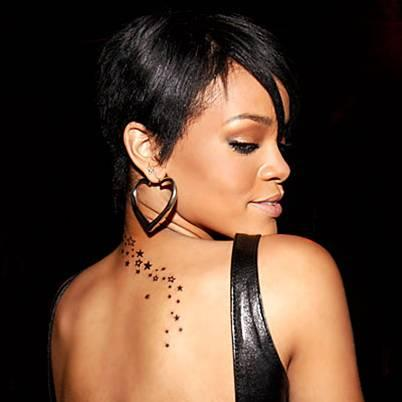 13. Bu olay Rihanna'nın özel hayatının yarattığı sansasyonel etkinin gücünü gösterdi ve ünlü yıldız sonraki yıllarda sürekli özel hayatıyla gündeme gelen bir isim oldu. Uyuşturucu kullanırken görüntüleri, dövmeleri ve sarhoşluk anları sürekli gündeme geldi.