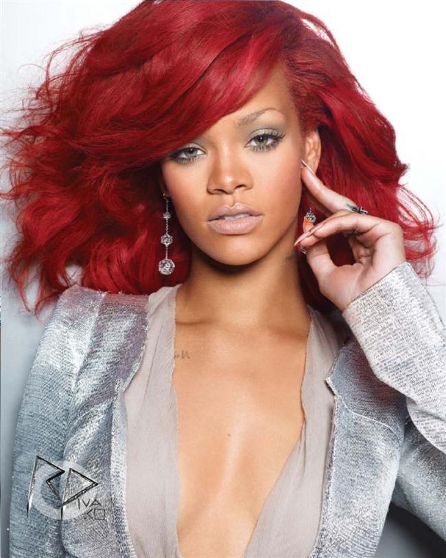 """15. Bu dönemde Rihanna şarkı sözlerinde kullandığı kelimelerle de çok eleştirildi ve """"kötü örnek"""" olarak anılmaya başladı."""