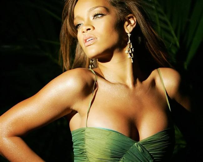 6. Aynı yıl içerisinde Music Of The Sun adında ilk stüdyo albümünü çıkartan Rihanna, bu çalışmasıyla ilk etapta büyük eleştiriler aldı. Ritim ve yaratıcılıktan uzak bulunan bu albümün ardından ikinci albümünü çıkarttı.