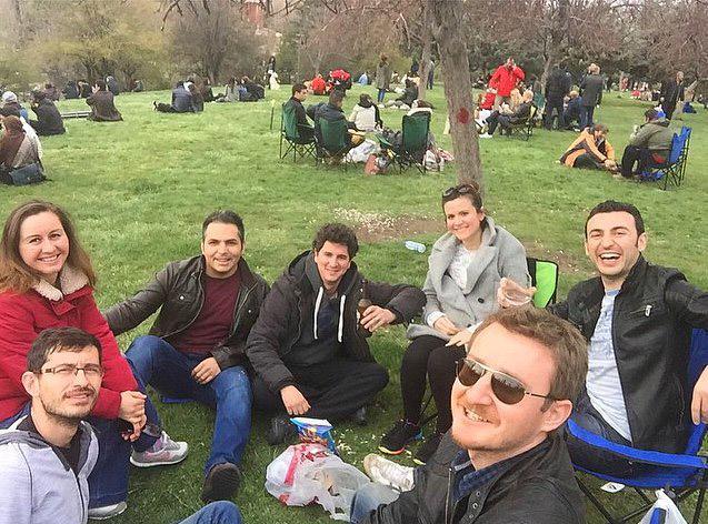 7. Parklarda bahçelerde titremeden oturup eğlenmenin tadını artık neredeyse unutmuş gibi hissetmeniz