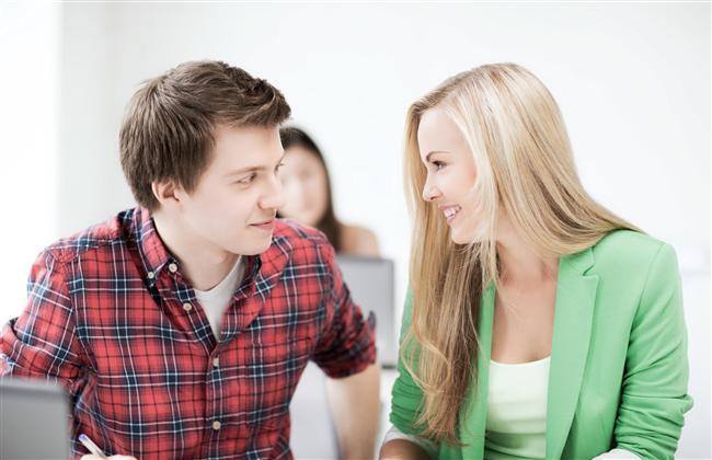 """ASLAN KADINI  Aslan kadını bir erkekten önce saygı bekler. O bir kraliçedir. Eleştirilmekten nefret eder. İltifatlara ise bayılır, özellikle başkalarının yanında olursa! Onu çadırla seyahat etmeye veya mütevazi bir restorana götürmeye çalışmayın. O, her şeyin muhteşem olmasını ister. Başarıyı sever, başarılı erkekleri de... Çekingen ve romantik erkeklerden hoşlanmaz. Onun sevgisinden önce saygısını kazanırsanız, size aşık olması uzun sürmez.  Karşı koyamayacağı teklif: """"Şehrin en saygın ve güzel mekanında bu akşam yer ayırttım. Bana eşlik eder misin?"""""""