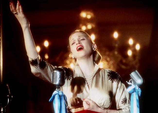 10. İster inanın ister inanmayın, boy gösterdiği birkaç başarılı film var.  Dürüst olalım, Madonna hiçbir zaman Oscar'lık bir oyunculuk sergilemedi. Ancak ''Desperately Seeking Susan'' ve ''A League of Their Own''daki rolleriyle iyi not almıştı ve ''Evita''daki oyunculuğuyla nefes kesmişti.