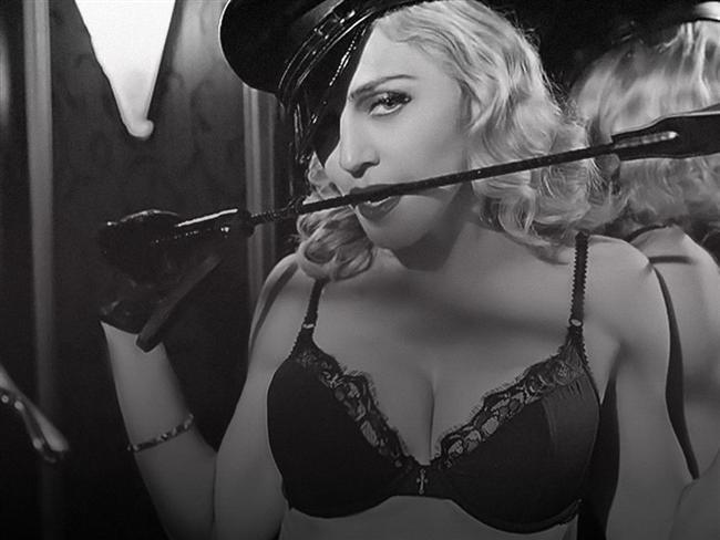 8. Bütün kadın sanatçılar onun döşediği yollardan gitti.  Ve o sanatçılar Madonna'ya teşekkür etmeliler: Madonna'nın sansasyonel ''Justify My Love''ı olmasaydı Britney ''In the Zone''u yayınlayamamış olabilirdi. Madonna ''Bedtime Stories'' gibi çılgın bir klip çekmeseydi Katy Perry'nin şekerli ''California Gurls''ü bir fantezi olarak kalacaktı belki de. Ve lütfen gerçekçi olalım, ''Express Yourself'' olmasaydı ''Born This Way'' olmayacaktı.