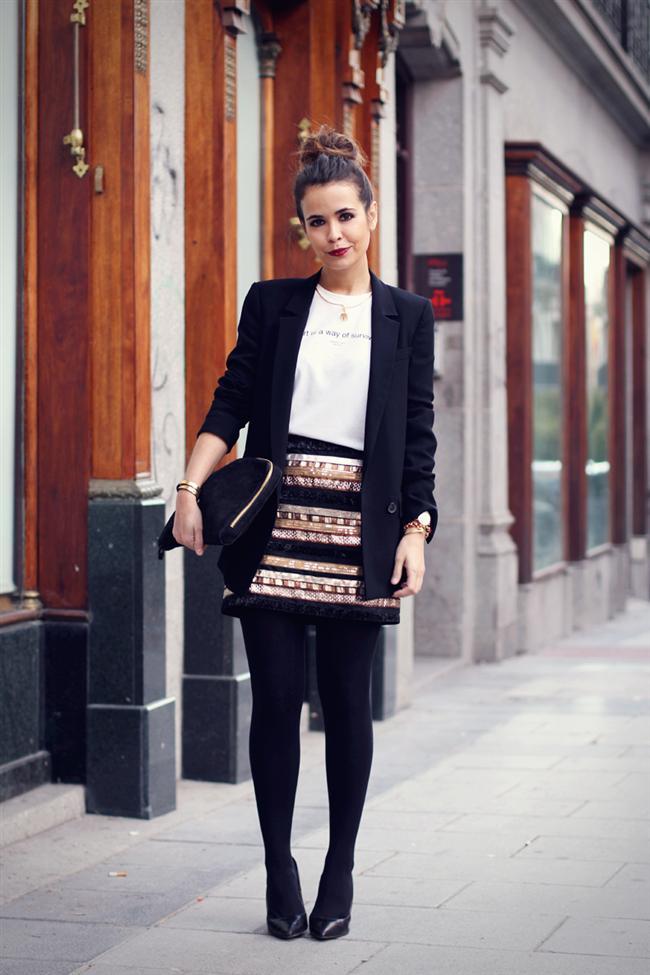 Dolapların en şık parçası ceketler her sezonun en moda parçası… Peki, ister bir jean pantolon ile casual, isterseniz şık bir kumaş pantolon ile formal bir kombin yapmanıza olanak sağlayan ceketleri seçerken nelere dikkat etmek gerekir? İşte karşınızda vücudunuza en uygun ceketi seçme rehberi!  1. Omuzları Tam Oturuyor Mu?  Ceketinizin size ne kadar uygun olduğunu gösteren en önemli detay omuz dikişleridir. Omuz dikişlerinin omuz başlarınıza tam olarak oturuyor olması ve gergin olmaması gerekir. Eğer dikişler gerginse o ceket size dar aşağıdaysa sizin için büyük demektir.
