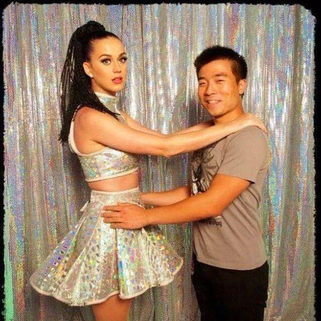 ''En son orta okulda böyle dans ediliyordu'' diyen Katy Perry.