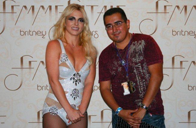Britney Spears'ın kız istemeye geldik pozu.