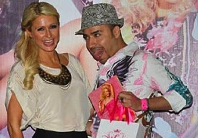 Paris Hilton'un yapabildiği en iyi ''mutluyum'' pozu.