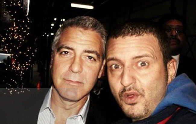 George Clooney'in yüzü herşeyi anlatıyor.