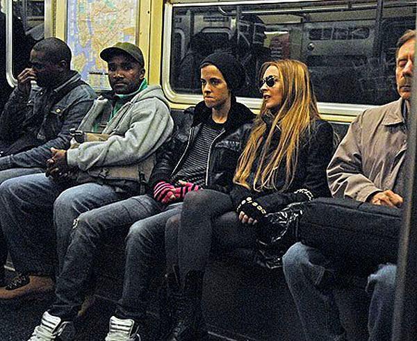 Halkın Arasına Karışan Metrodaki 30 Ünlü - 14