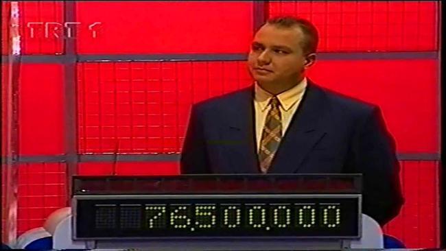 14. Riziko!  Riziko!, ilk olarak Bülend Özveren'in sunduğu, daha sonraki yıllarda ise Serhat Hacıpaşalıoğlu'nun sunduğu, 1976-1998 yılları arasında TRT 2'de 365 bölüm olarak, 1998-2001 yılları arasında ise Kanal 7'de yayınlanan bir yarışma programı.Yarışmada 5'er soru başlığından 5'er cevap verilir. Amaç, cevabı verilen soruların bulunmasıdır. Her cevabın puanı farklıdır. Puan ve zorluk seviyesi doğru orantılı olarak artar. Final bölümünde ise tek bir soru yazılır ve riske edilen miktar kadar para kazanılır.
