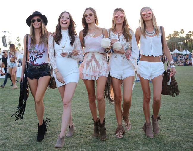 Sizin için birbirinden güzel bahar trendlerini sergileyen Coachella festival modasını inceledik…  Siz de galerimizden ilham alabilir Coachella festival modasını yakalayabilirsiniz.