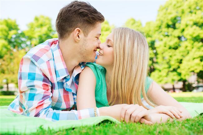 Kova  En uygun eş: Akrep  İlişkileri herkesi imrendirir. Gerek eğlence gerekse ilgi alanları konusunda birbirlerini gerçek anlamda tamamlarlar.  Uzak durun: Yengeç, Başak, Aslan