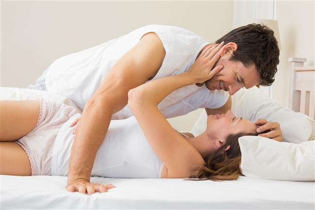 Oğlak  En uygun eş: Akrep  Aralarındaki ilişki güçlü bir temele sahiptir. İkisi de mutlu bir aile kurmayı amaçlar. Cinsel uyumları da çok iyidir.  Uzak durun: Koç, Terazi, Yengeç