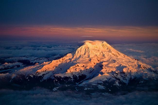 Gün batarken Rainier Dağı