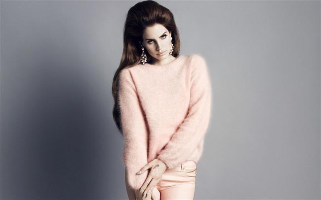 12.   Lana'nın en favori şarkısı Video Games'dir.