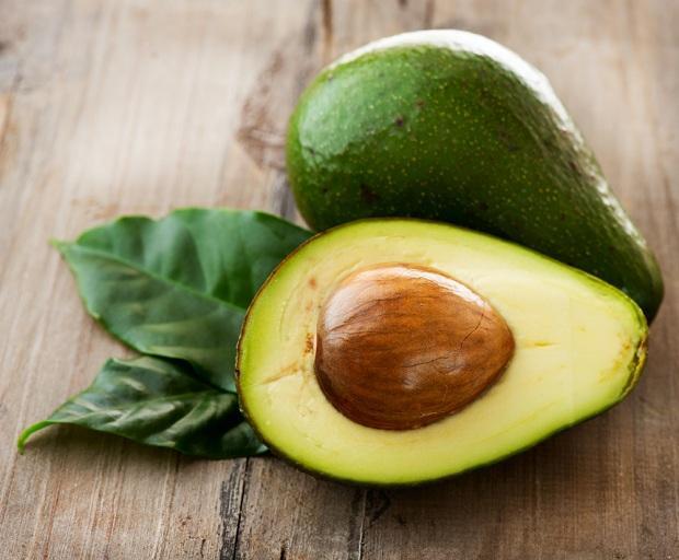 1. Avokado  E ve B6 vitamini ile bol miktarda folik asit içeren avokado, spermlerin yumurtaya nüfus ederken daha güçlü olmasını sağlar.