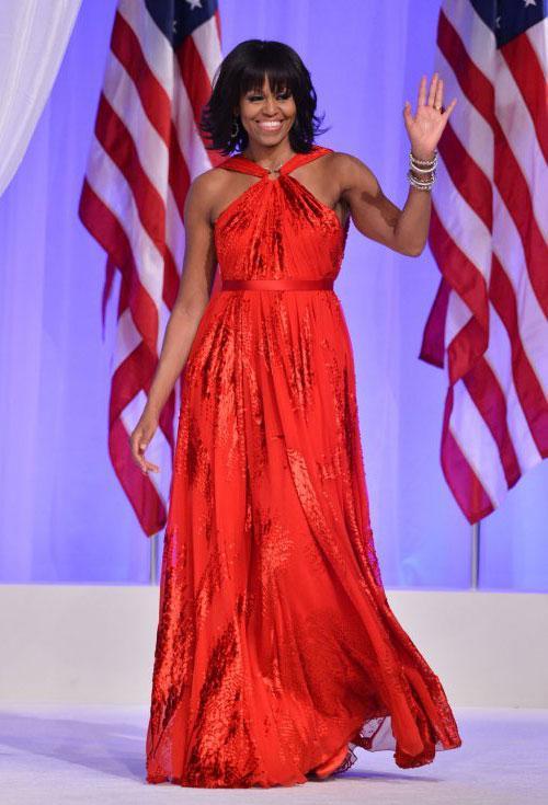16. Michelle Obama  Gelmiş geçmiş en şık first ladylerden biri. Özellikle kollarını sergilemesiyle Amerika'daki muhafazakar kesimden tepki görse de şık ve pahalıya kaçmayan giyim tarzıyla kendini kabul ettirmeyi başardı.