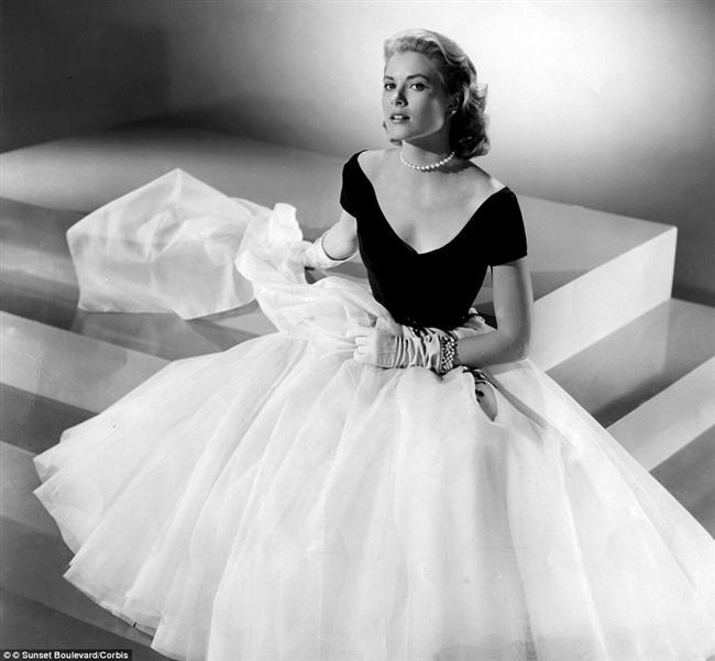1. Grace Kelly  Amerika'nın en güzel aktrislerinen biriyken Monaco'nun hüzünlü prensesine dönüşen Grace Kelly zarafeti yaşamının her anına yaymayı başarmış kadınlardan!