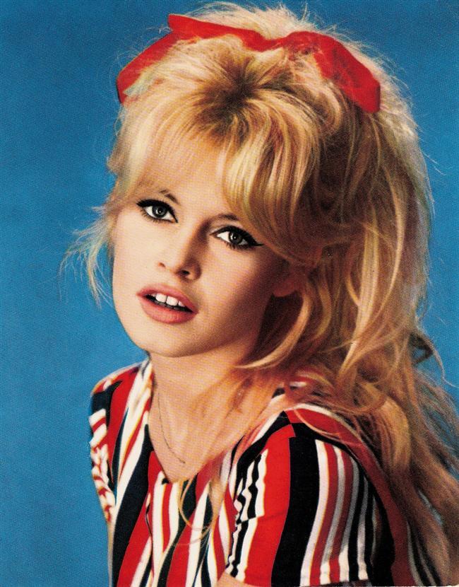 17. Brigitte Bardot  O'da bir döneme damgasını vurmuştu. Sarışın, asi ve çekici.