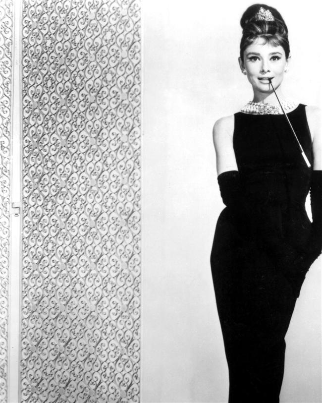 18. Audrey Hepburn  Zarif inci kolyeler, iri güneş gözlükleri ve tabi ki küçük siyah elbise. Audrey Hepburn yıllar sonra bile kadınları etkilemeye devam ediyor.